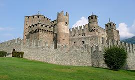 Il castello di Fénis nella sua maestosità